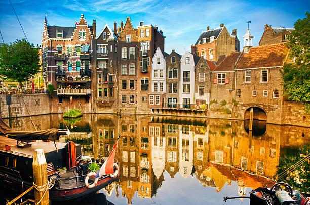 storico paesaggio urbano di delfshaven, rotterdam - rotterdam foto e immagini stock