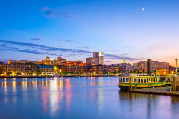 Historic District waterfront of Savannah, Georgia Historic District waterfront of Savannah, Georgia USA at twilight savannah stock pictures, royalty-free photos & images