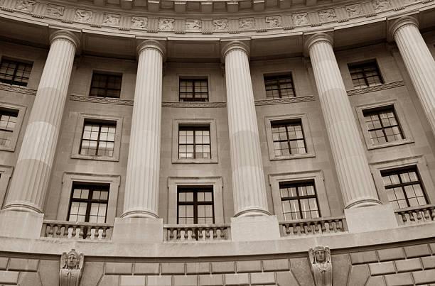 el histórico edificio gubernamental - oficina de empleo fotografías e imágenes de stock