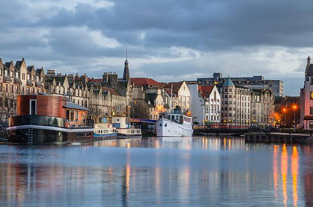 Historische Hafen von Leith bei Sonnenuntergang – Foto