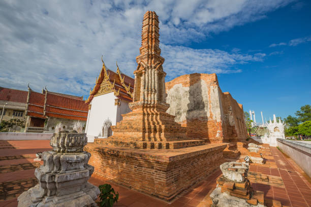Historic site of Thai Temple, Wat Yai Chom Prasat - Samut Sakhon, Thailand Historic site of Thai Temple, Wat Yai Chom Prasat - Samut Sakhon, Thailand dilapidate stock pictures, royalty-free photos & images