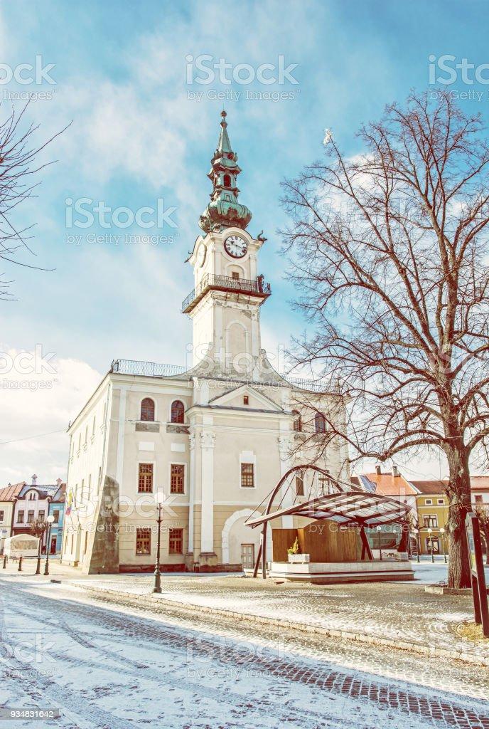 메인 광장, Kezmarok, 슬로바키아, 노란색 필터에 역사적인 타운 홀 - 로열티 프리 0명 스톡 사진