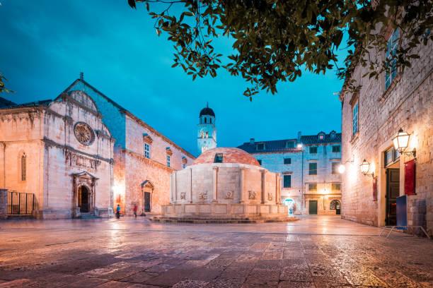 Historische Altstadt von Dubrovnik in der Dämmerung, Dalmatien, Kroatien – Foto