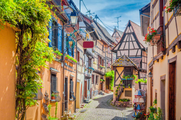 Historic town of Eguisheim, Alsace, France - foto stock