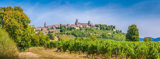 Ville historique de-Vézelay avec célèbre Abbaye, Bourgogne, France - Photo