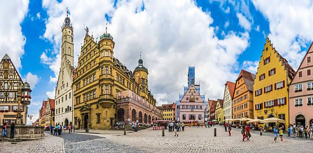 historic townsquare of rothenburg ob der tauber, franconia, bavaria, germany - rothenburg stockfoto's en -beelden