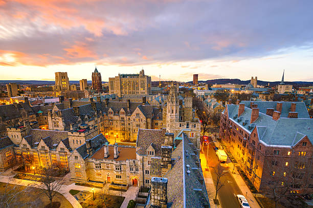 Historical building and Yale university campus Historical building and Yale university campus in downtown New Haven CT, USA ivy league university stock pictures, royalty-free photos & images