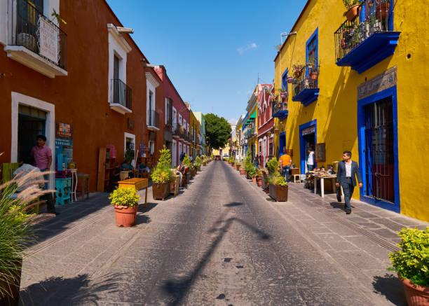 Historical colorful street in Puebla Historical colorful street Alley of the Frogs in city of Puebla, Callejon de los Sapos, Calle 6 Sur, Puebla de Zaragoza, Mexico, in March 20, 2019 puebla state stock pictures, royalty-free photos & images