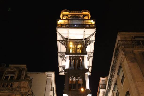 Ascensor histórico en Lisboa - foto de stock