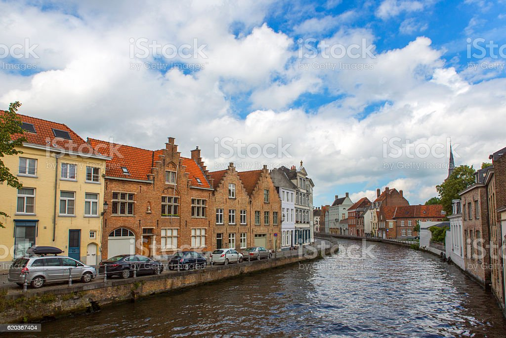 Historical gothic buildings by water channels at brugge belgium zbiór zdjęć royalty-free