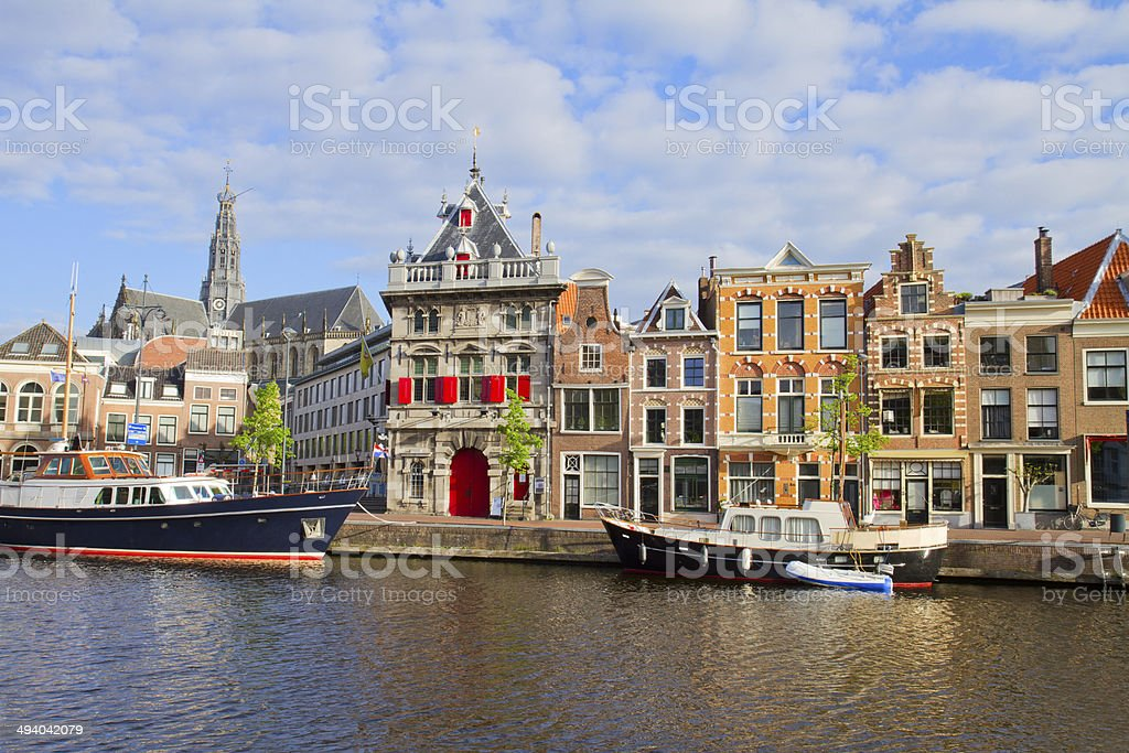 historische h user in der altstadt von haarlem holland stock fotografie und mehr bilder von. Black Bedroom Furniture Sets. Home Design Ideas
