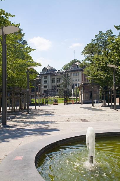 historische jacqmain lyceum im leopold park - hochbeet bauhaus stock-fotos und bilder