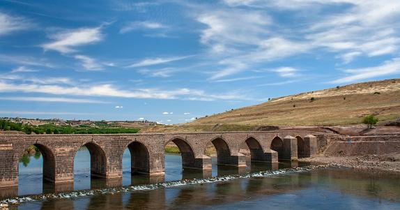 Old arched bridge known as Ongozlu Bridge, over the River Tigris, Diyarbakir, Turkey.
