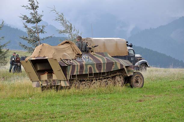 Recreación histórica de la guerra mundial 2 batalla de vehículo acorazado - foto de stock