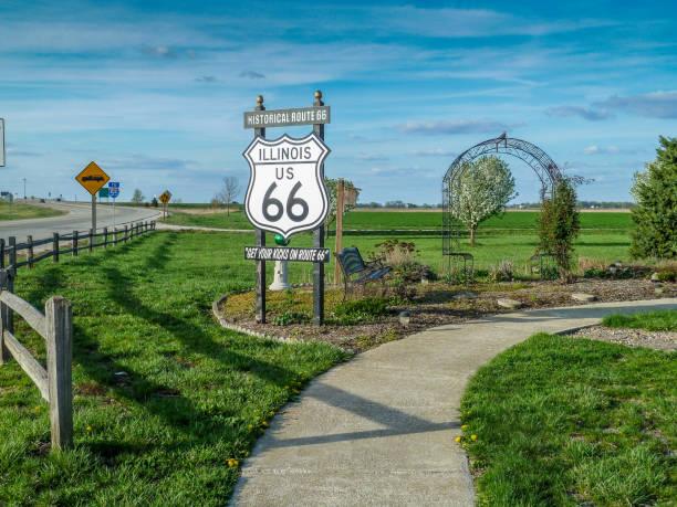 signo de la histórica ruta 66 en illinois - illinois fotografías e imágenes de stock