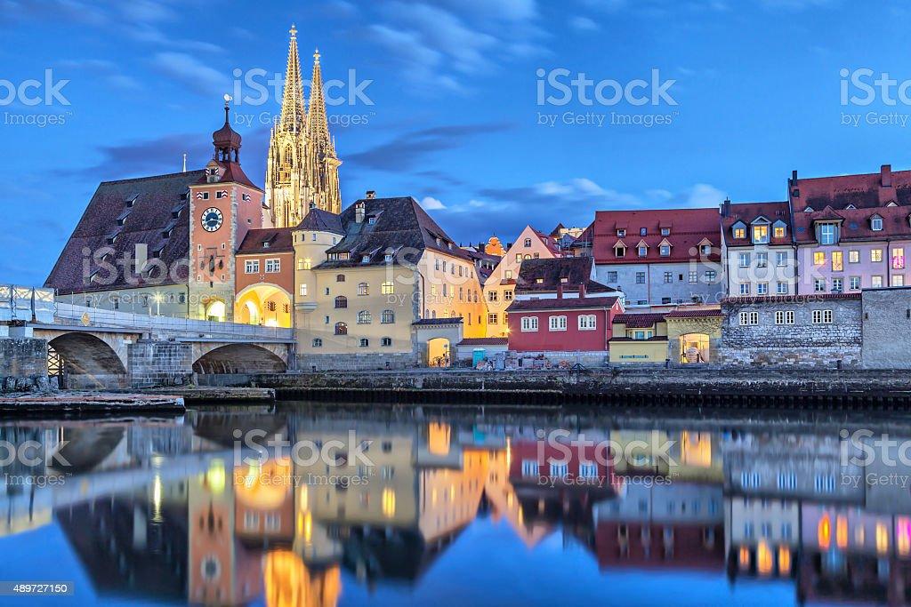 Historische Steinbrücke und Bridge tower in Regensburg – Foto