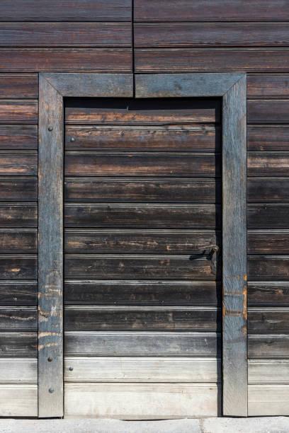 Fond de porte historique en bois couleur brun à Wuzburg, Allemagne - Photo