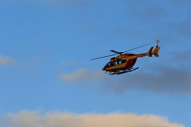 Hélicoptère Hélicoptère de la sécurité civile. war effort stock pictures, royalty-free photos & images