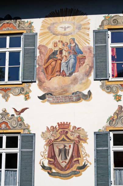 hänsel und gretelhaus in oberammergau. bayern deutschland. - die brüder grimm stock-fotos und bilder
