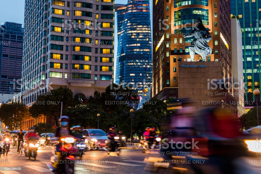Ho Chi Minh City downtown in der Nacht – Foto