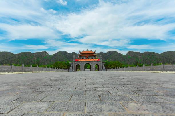hoa lu in ninh binh, vietnam - holu stock-fotos und bilder