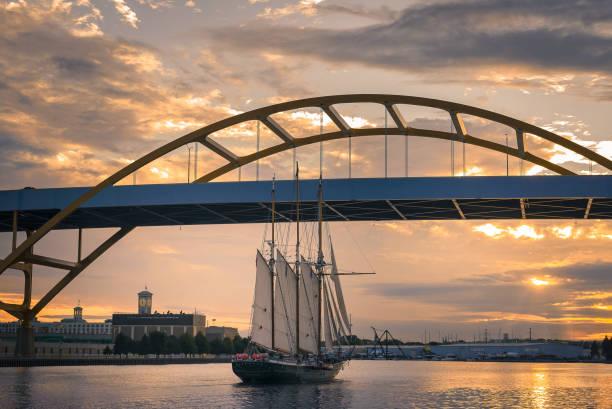 Hoan Bridge on Lake Michigan at Sunset Beautiful sunset with Hoan Bridge in Milwaukee, WI Lake Michigan milwaukee wisconsin stock pictures, royalty-free photos & images