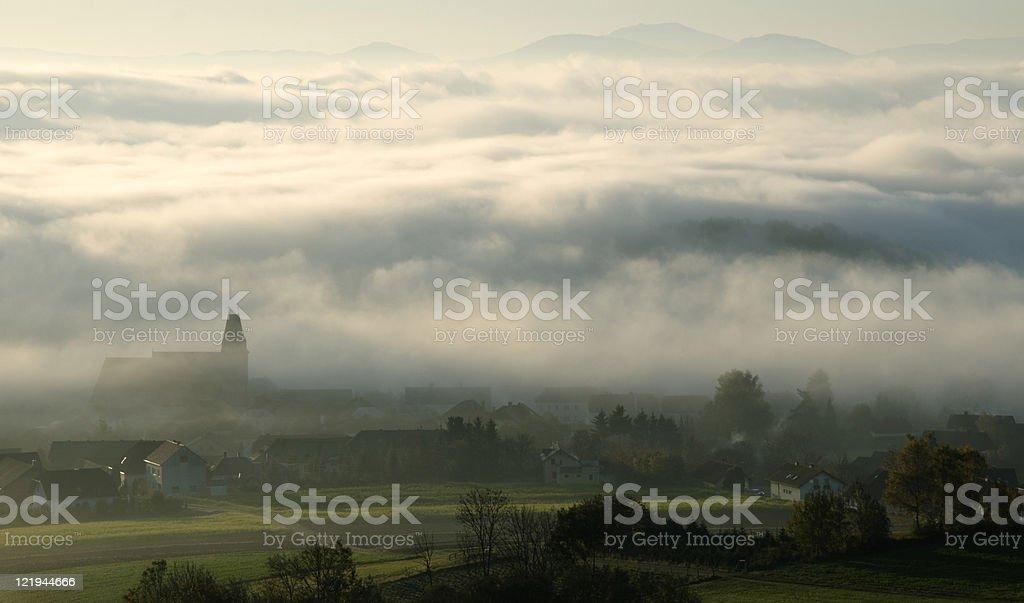 Hochnebel beim Dorf Maria Laach in Niederösterreich stock photo