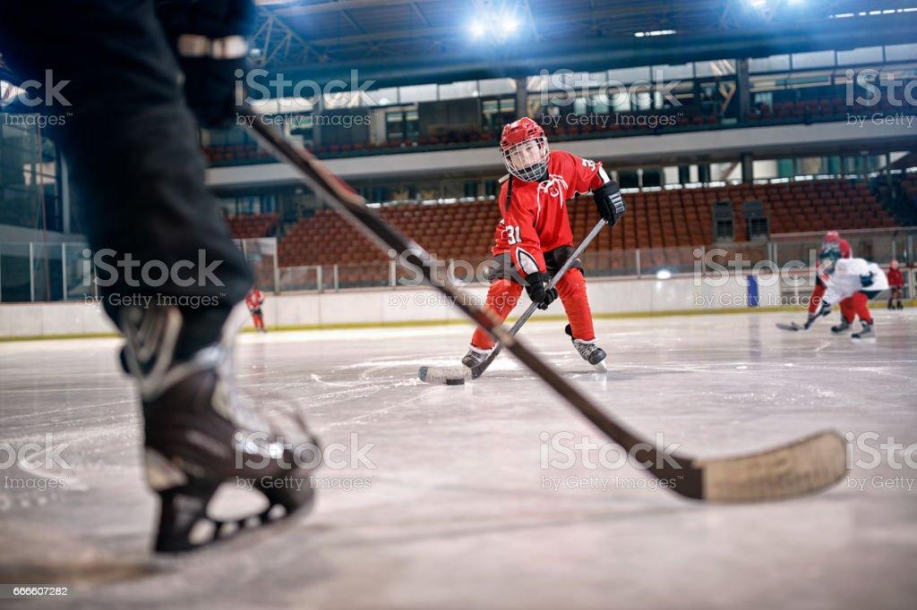 Eishockey match bei Rink Spieler in Aktion – Foto