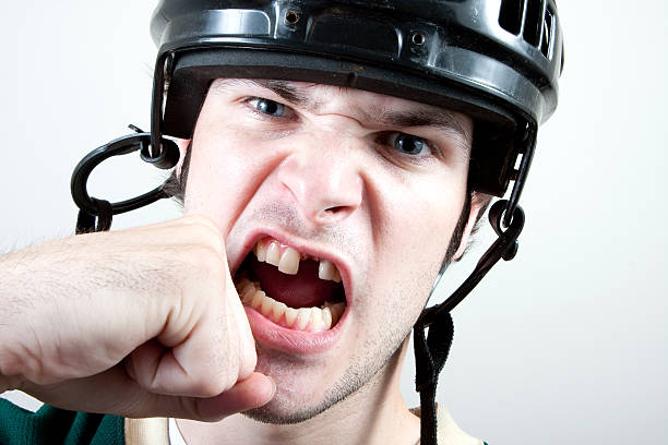 hockey-spieler sich gestanzte - zahnlücke stock-fotos und bilder