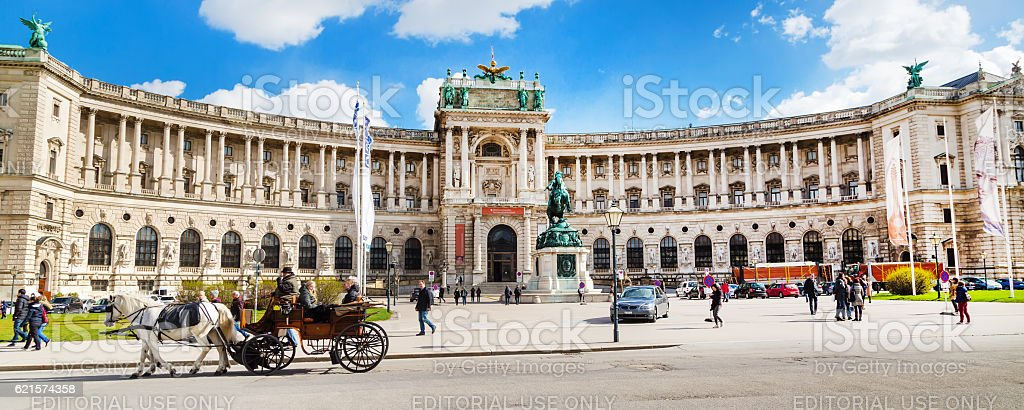 Palais Hofburg palace, vue sur la place et fiacre ou fiaker à Vienne  photo libre de droits
