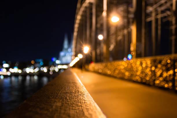 Hohenzollernbrücke in Köln mit Kölner Dom im Hintergrund – Foto