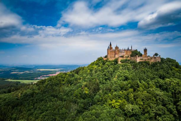 castelo de hohenzollern-sigmaringen, alemanha. - castelo - fotografias e filmes do acervo