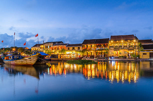 hoi an reflected in the river during sunset - 호이안 뉴스 사진 이미지