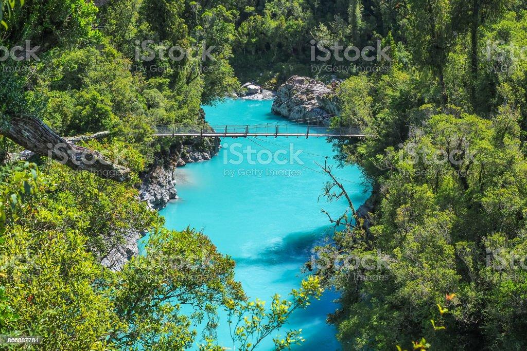 Hokitika Schlucht, die lebendige türkisem Wasser und Drehbrücke. (West Coast, New Zealand) – Foto