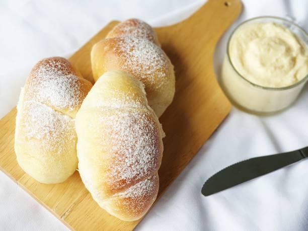 Hokkaido milk cream, homemade bread with dipping milk cream – zdjęcie