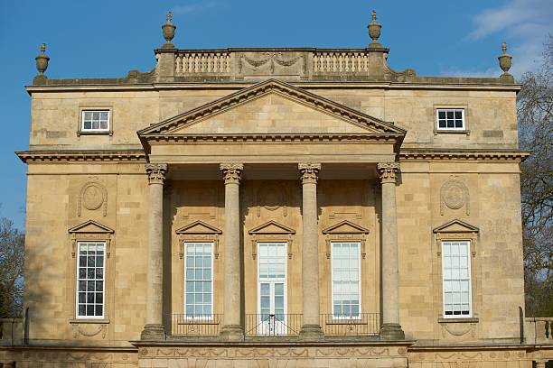 Holbourne Museum Holbourne Museum in Bath, England. Historic Georgian style building with colonnaded portico. bath england stock pictures, royalty-free photos & images