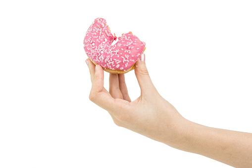 Lezzetli Pembe Isırıldı Donut Içinde Pembe Krema Ile Teslim Tutun İzole Stok Fotoğraflar & Atıştırmalıklar'nin Daha Fazla Resimleri