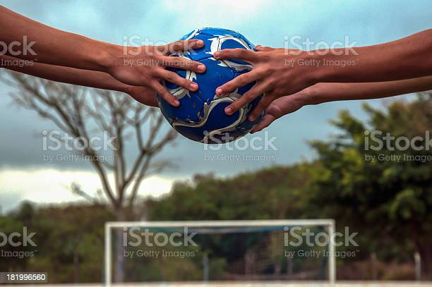 Hold the ball picture id181996560?b=1&k=6&m=181996560&s=612x612&h=nljx7fcekqtctdr rgog7zrvbef73mfm3pifybybexi=