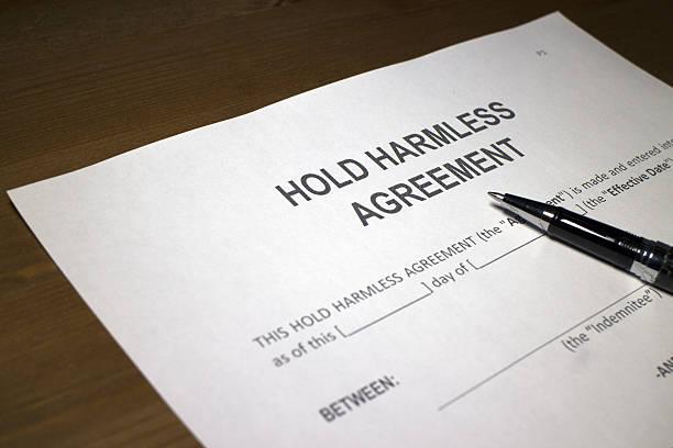 hold-harmless agreement - indemnización compensación fotografías e imágenes de stock