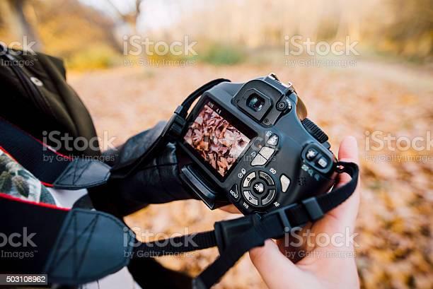 Holding a dslr picture id503108962?b=1&k=6&m=503108962&s=612x612&h=glnib1th1nwklnarf8tyspgvzr5g1a6j5pprtghsymw=