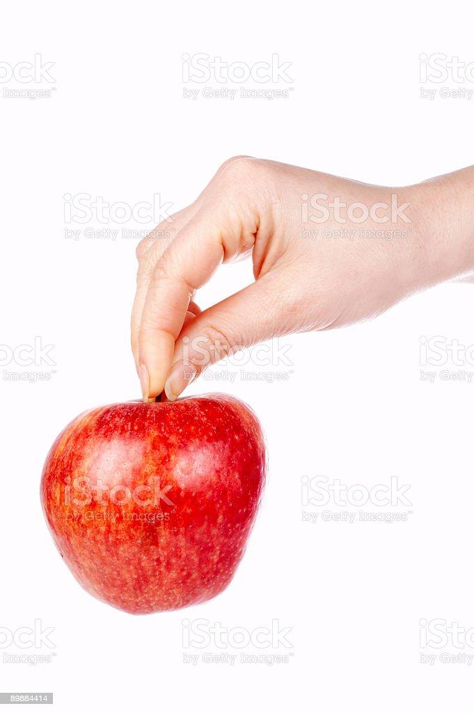 Sosteniendo una manzana roja foto de stock libre de derechos