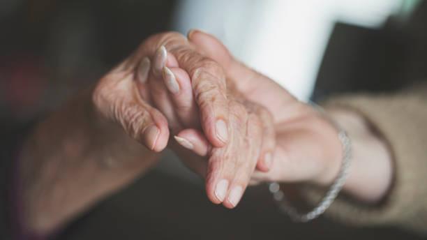 holding hand of very old woman-home caregiver - alzheimer imagens e fotografias de stock