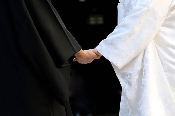 手をつなぐ - 結婚式 ストックフォトと画像