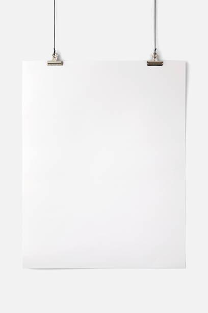 Seiten mockup halten. Foto Mockup. Clips halten Seite. Für Papier und Plakate Design. – Foto