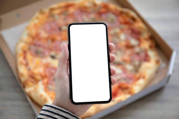 Telefon mit isolierter Leinwand über Pizza-Box – Foto