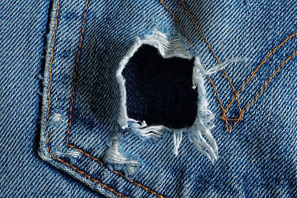 loch in der jeans-tasche - hajohoos stock-fotos und bilder