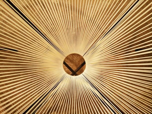 Loch in der Mitte mit Seilen als Hintergrund – Foto
