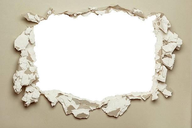 Buraco no cinza plasterboard. - foto de acervo