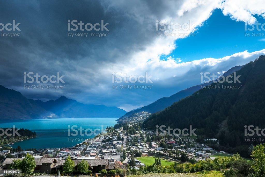 Loch in den Himmel über Queenstown, Neuseeland. – Foto