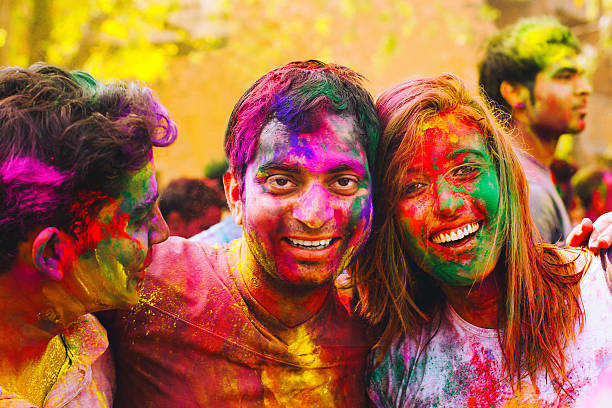 holi festival feiern in indien - indianer make up stock-fotos und bilder